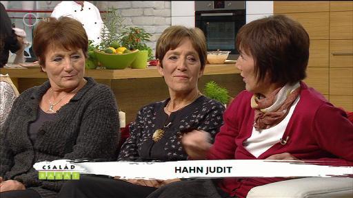 Hahn Judit [jobbra]